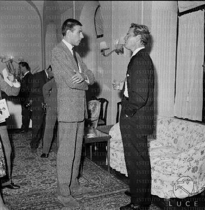 Charlton Heston incontra i giornalisti in occasione della prima del film 'Ben Hur' - C. Heston alla prima del film 'Ben Hur' - C. Heston al cocktail per la prima del film
