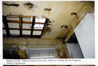 Pand Biest 110 interieur, begane grond, plafond kantoor links voor, kijkend in richting van de kopgevel, plafond met sierlijst