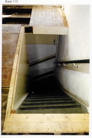 Pand Biest 110 interieur, verdieping trap naar de begane grond