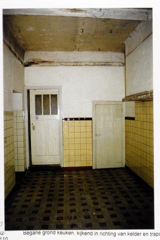Pand Biest 110 interieur, begane grond, kijkend in richting van kelder en trapopgang naar verdieping