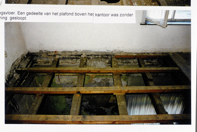 Pand Biest 110 interieur, verdiepingsvloer, een gedeelte van het plafond boven het kantoor was zonder toestemming gesloopt