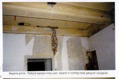 Pand Biest 110 interieur, begane grond, plafond kantoor links voor, kijkend in richting van de gang en voorgevel