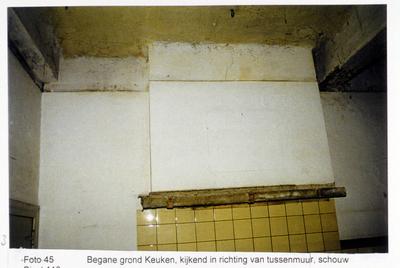 Pand Biest 110 interieur, begane grond, keuken kijkend in richting van tussenmuur, schouw
