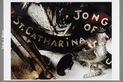Afbeeldingen van de 12 platen van keramisch staal waarop zeefdrukken zijn aangebracht door de Amsterdamse kunstenaar Paul Brand, de 12 onderwerpen geven een beeld van Weert door de eeuwen heen en zijn in 1995 aangebracht in de Stationstunnel . - de zgn. artografieën zijn panelen met bewerkt fotografische afbeeldingen