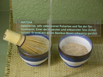 Camellia sinensis (Matcha, Schale (mit Bambusbesen))
