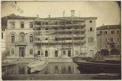 Fabbricati per servizi civili. I° palazzo Pretorio: uffici municipali. (Durante i lavori).