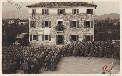 Distribuzione doni alla brigata Como