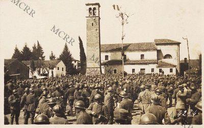 Distribuzione doni offerti dalla città di Monza alla brigata
