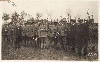 Il comitato civile di assistenza militare di Monza distribuisce doni ai combattenti