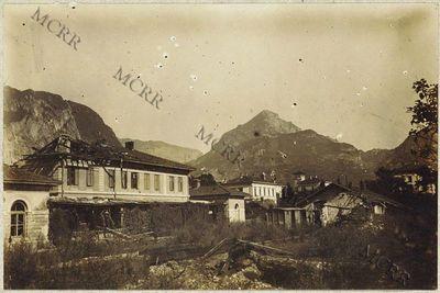 Stazione ferroviaria e molo. (Stazione ferroviaria interna prima dei riattamenti).