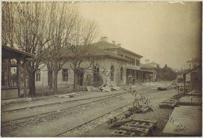 Stazione ferroviaria e molo. (Stazione ferroviaria interna dopo i riattamenti).