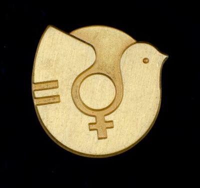 Broche. 'Jaar van de Vrouw: 1975'