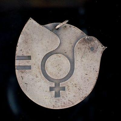 Hanger. 'Jaar van de Vrouw: 1975'