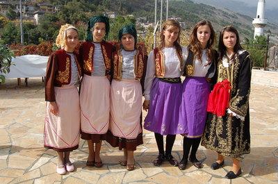 Grup vajzash Gjirokastrite