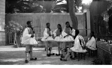 Τσολιάδες. Αθήνα, γύρω στα 1935 Έλλη Παπαδημητρίου (ΦΑ_19_599)
