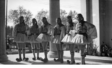 Τσολιάδες. Αθήνα, γύρω στα 1935 Έλλη Παπαδημητρίου (ΦΑ_19_601)
