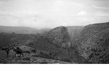 Άνδρες με άλογα. Χαράδρα Βίκου, γύρω στα 1935 Έλλη Παπαδημητρίου (ΦΑ_19_643)