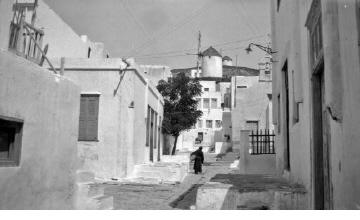 Δρόμος παραδοσιακού χωριού. Γύρω στα 1935 Έλλη Παπαδημητρίου (ΦΑ_19_664)