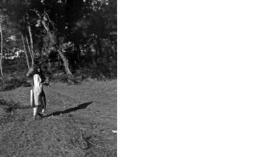 Γυναίκα με στάμνα. Τρίκερι Μαγνησίας, γύρω στα 1935 Έλλη Παπαδημητρίου (ΦΑ_19_668)