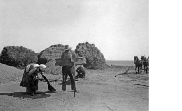 Άνδρας με ρεμόνι (σήτα). Χαλκιδική, γύρω στα 1935 Έλλη Παπαδημητρίου (ΦΑ_19_740)