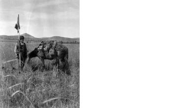 Καταμέτρηση χωραφιού. Μακεδονία, γύρω στα 1935 Έλλη Παπαδημητρίου (ΦΑ_19_744)