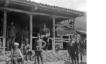 Άνδρες με τουφέκια. Μακεδονία, γύρω στα 1935 Έλλη Παπαδημητρίου (ΦΑ_19_756)