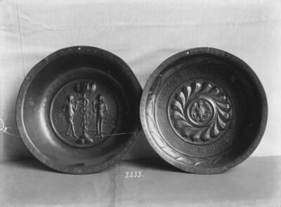 Aderlass- oder Taufschüssel mit Adam und Eva bzw. Adler