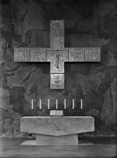 Kreuz der Altarwand
