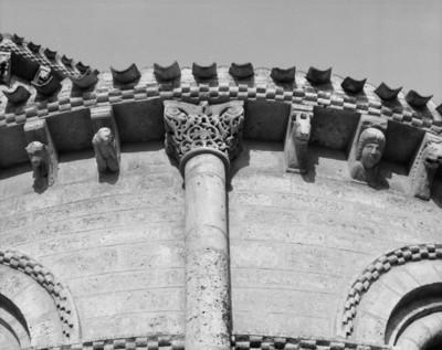Romanische Kapitelle am Außenbau — Kapitell 11: Blattwerk und Ranken