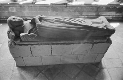 Grabmal eines Abtes