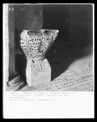 Weihwasserbecken aus byzantinischem Kapitell