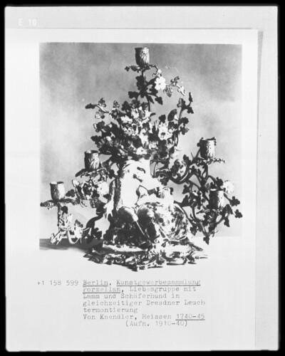 Liebespaar mit Lamm und Schäferhund in gleichzeitiger Dresdener Leuchtermontierung