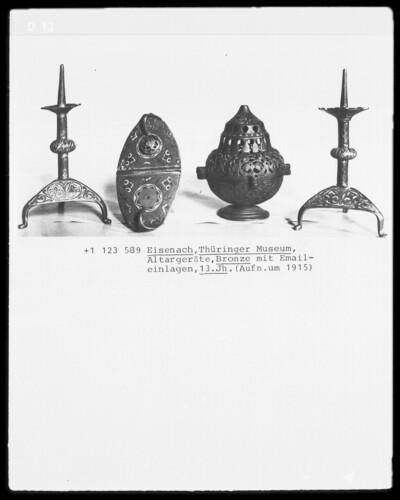 Altargeräte mit Emaileinlagen