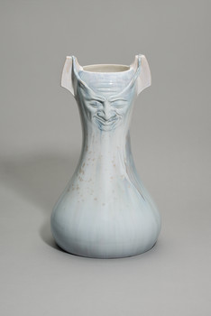 Vase mit Männermasken