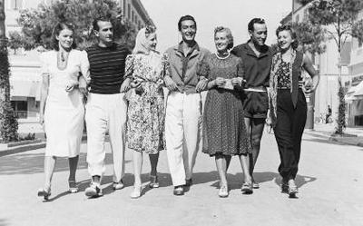 Siužetinė. Lietuvos fizinio lavinimo sąjungos moterų krepšinio rinktinės narės Italijoje. Rinktinė, 1938 m. Romoje, Europos krepšinio čempionate, laimėjo II vietą. Iš kairės trečia Emilija Stragytė - Statkienė (g. 1920 03 18 Biržuose).