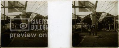 Prima Guerra Mondiale. Militari in un hangar