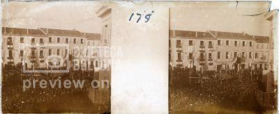 Prima Guerra Mondiale. Folla in piazza