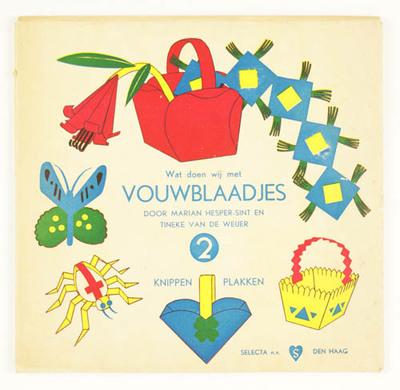 Drie mapjes met creatief speelgoed: .1) vouwblaadjes 2; .2) matjes vlechten; .3) glas in lood