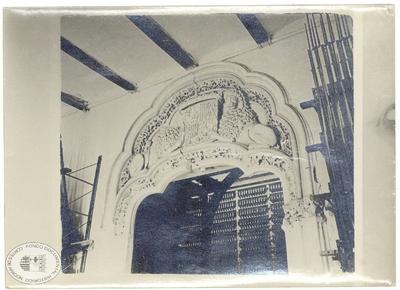 [Puerta principal del salón del trono de la Aljafería] [Material gráfico]