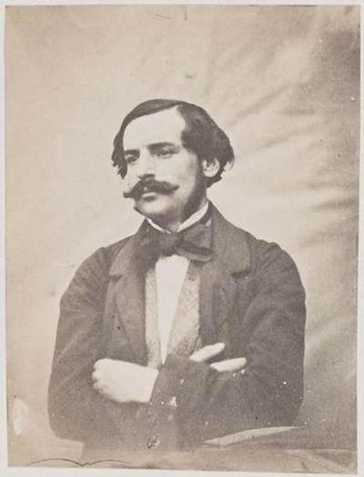 tirage photographique ; François-Victor Hugo, les bras croisés
