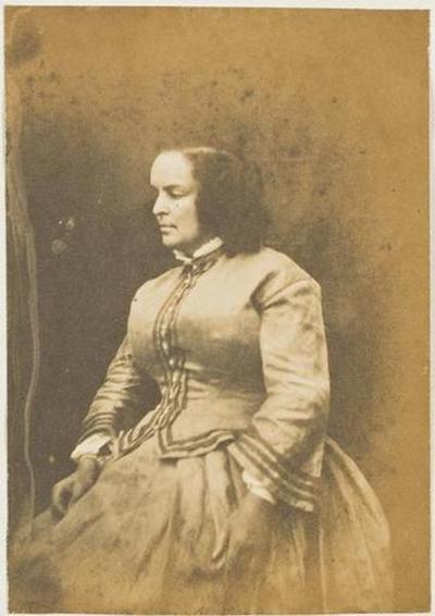 tirage photographique ; Madame Victor Hugo en robe et gilet, de profil