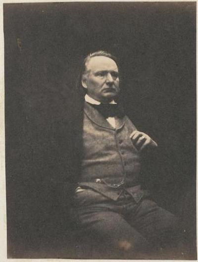 tirage photographique ; Victor Hugo assis, la main gauche à la poche du gilet