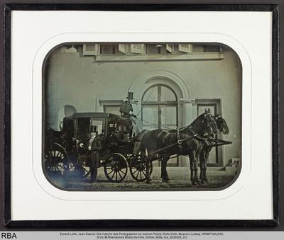 Die Kutsche des Photographen vor seinem Palais