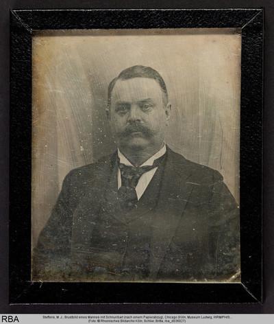 Brustbild eines Mannes mit Schnurrbart (nach einem Papierabzug)