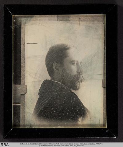Brustbild eines Mannes mit Vollbart im Profil (nach einem Abzug)