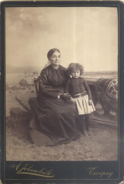 Жена и девојчица