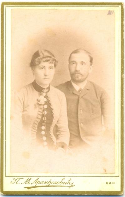 Брачни пар у грађанском оделу
