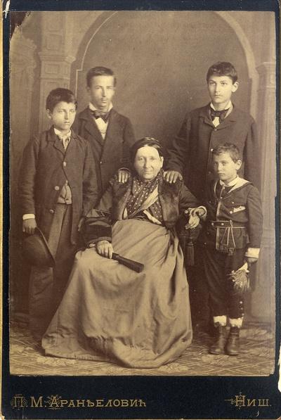 Браћа Ђорђевић са баком