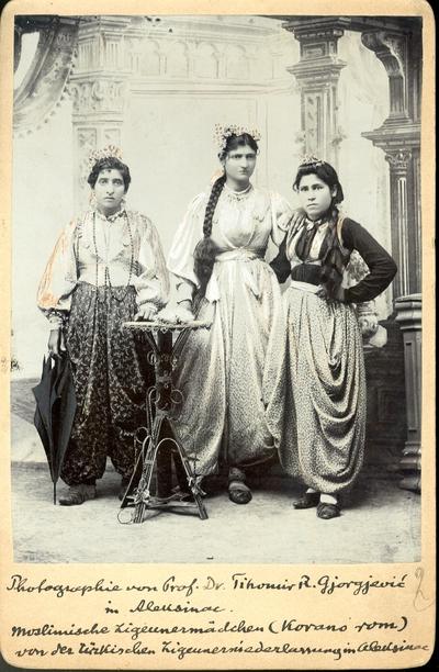 Скородосељени Цигани (Корано Рома) у Алексинцу - девојке