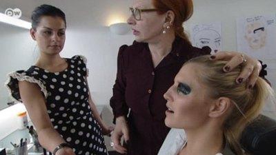 Die Make-up Künstlerin Yasmin Heinz